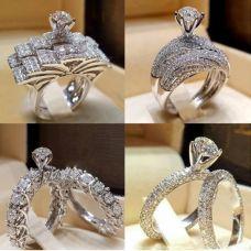 Женское кольцо с искусственными фианитами