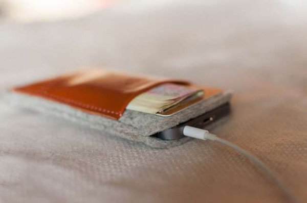 Чехол-карман TIM для iPhone из кожи и фетра