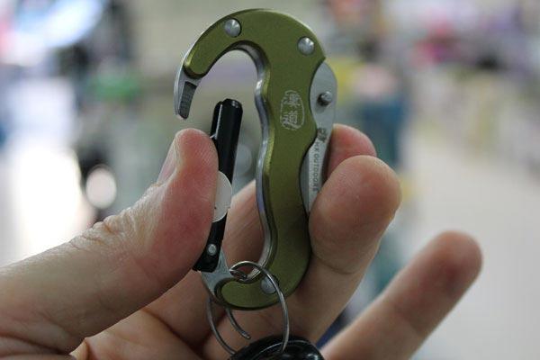 Складной карманный нож с карабином и двумя лезвиями