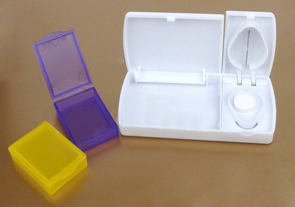 Органайзер - таблетница на один день с делителем таблеток